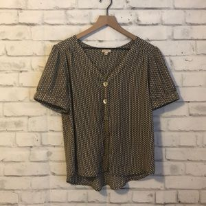 NWOT Lily White pattern blouse
